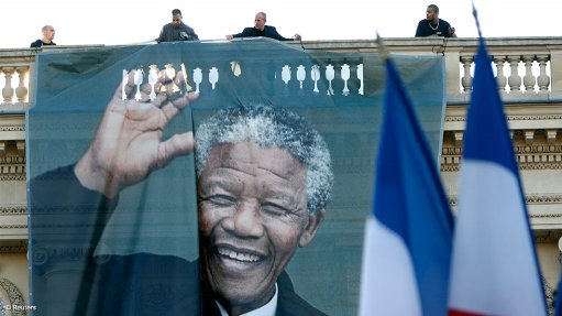 South Africans pay tribute to their hero