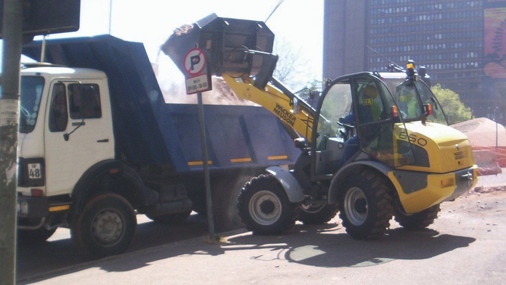 MOVING MATERIAL The wheel loaders' optimally efficient power-to-weight ratio, low transport weight and consistently high payload meet customer requirements