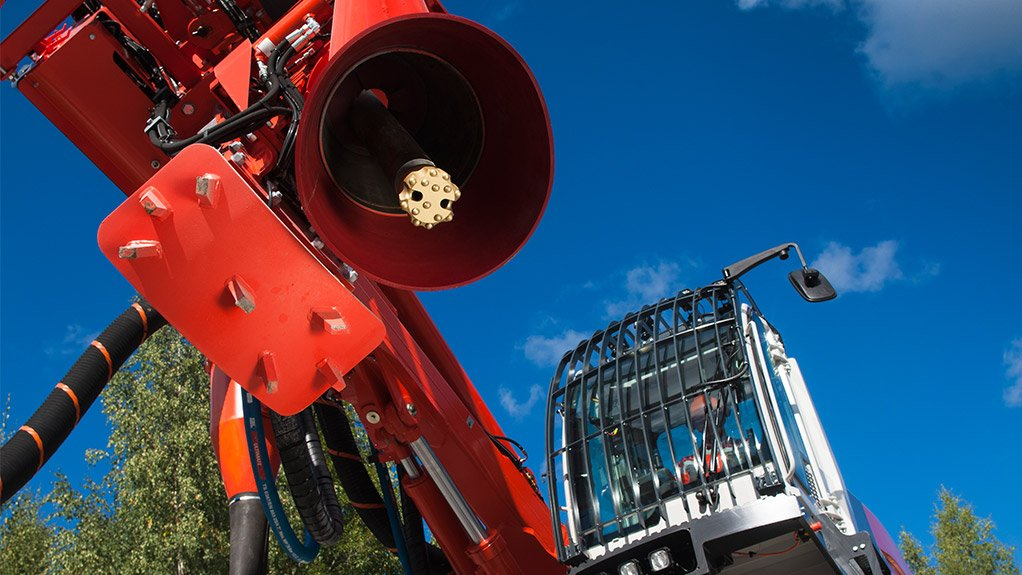 DI550 HYDRAULIC DRILL RIG Sandvik has sold nine of its DI550 down-the-hole surface hydraulic drill rigs since introducing the machine to the Southern African market in December 2012
