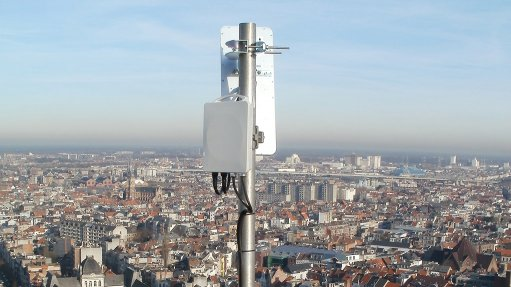 Wireless should complement  cable roll-out