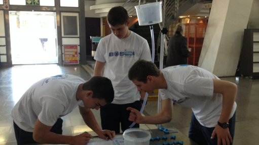 MANAGING WATER NETWORKS The competition required learners to create a water distribution network to distribute 3 ℓ of water equally between three points on a grid using two different diameter pipes and connection pieces