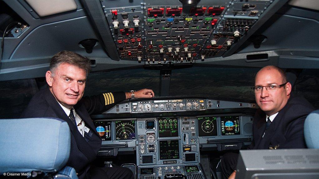 Captain Sandy Bayne (left) and Senior First Officer Andrew Smit in SAA's A340-600 full flight simulator