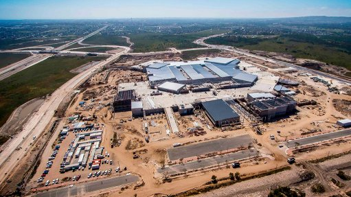 BAYWEST MALL By the end of 2014, Baywest Mall's 65 000 m² roof, as well as a bridge over the N2 highway, had been completed