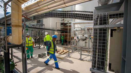 SUCCESSFUL DELIVERY Construction of the R300-million air separation unit started in May 2013, with the plant being commissioned in November 2014