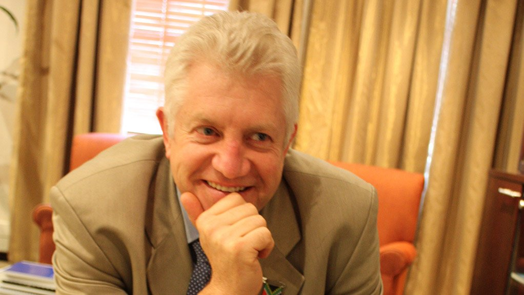 ALAN WINDE Tourism generates about R18-billion a year for the Western Cape economy, with the industry employing close to 200 000 local residents