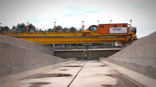 Crane specialist completes first water-desludging project