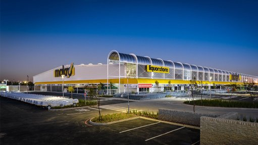MAKRO ALBERTON Massmart conserves water by capturing and reusing condensate from its carbon dioxide refrigeration plants at its new generation Makro stores