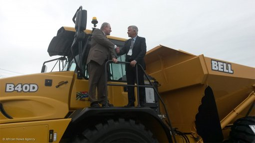 Trade and Industry Minister Dr Rob Davies and Bell CEO Gary Bell