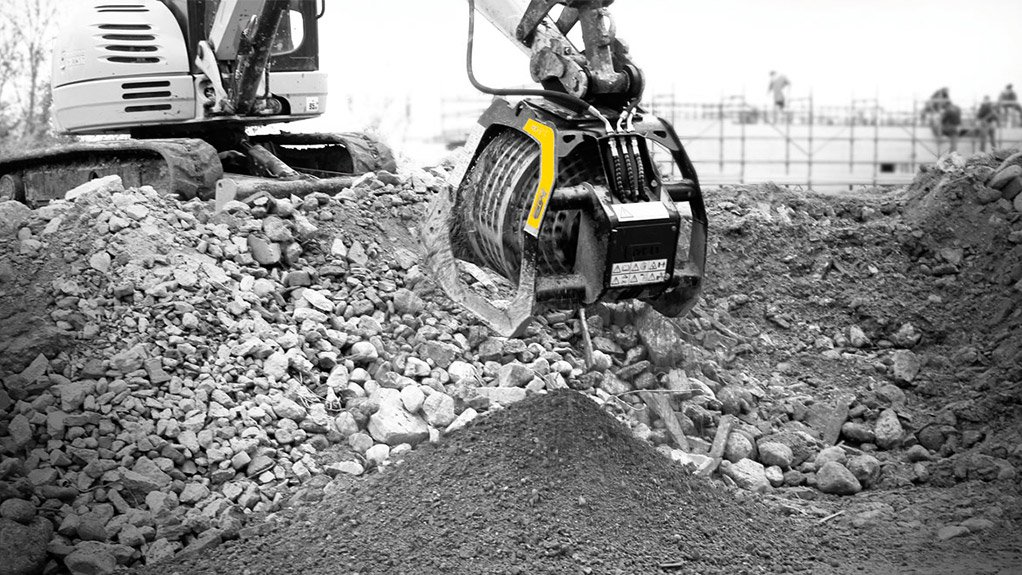MB-C50 This screening bucket is powered through the excavator's hydraulic system, making it compact and lightweight