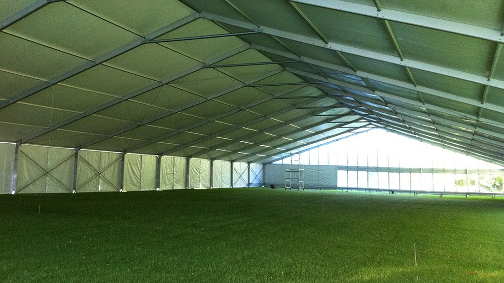 INTERNATIONAL ASPIRATIONS While Speed Structures can manufacture clear-span marquees that are up to 40 m wide, they can be manufactured globally to a width of up to 60 m