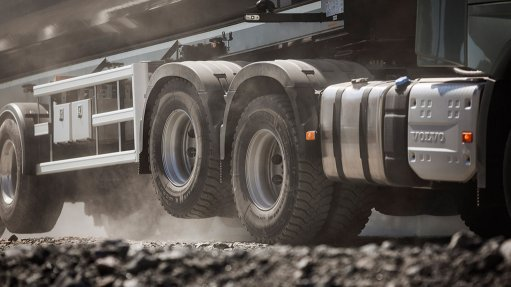 Tandem axle lift enables enhanced road traction, fuel savings
