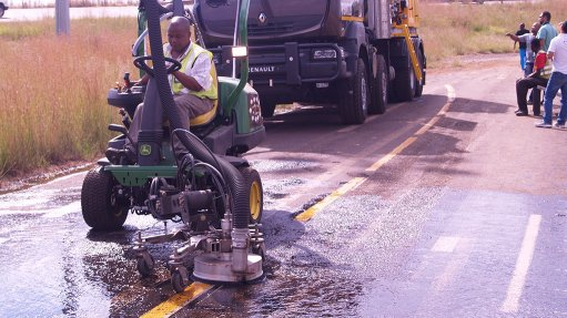 Water-blasting technology applied in airport maintenance