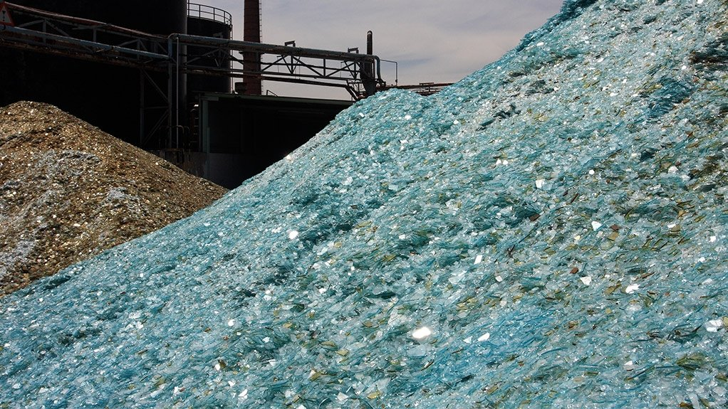 SAVING NATURAL AND RENEWABLE RESOURCES Every ton of waste glass used to manufacture new glass, 1.2 t of natural resources are saved