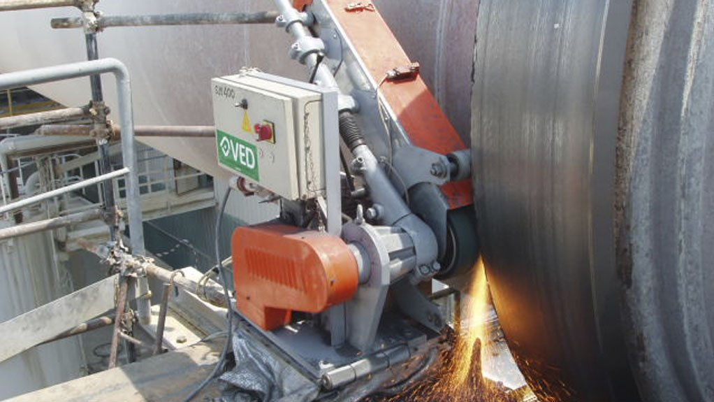 IN-SITU GRINDING Dickinson uses high-quality portable belt grinding SM400 kiln tyre grinding machines