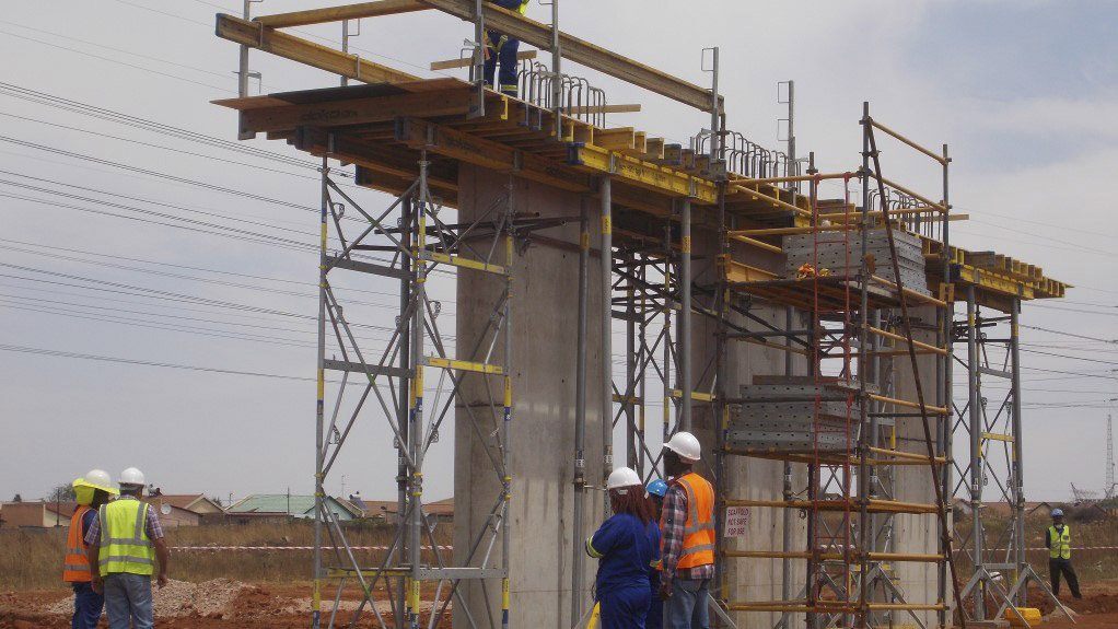 NALEDI-PROTEA NORTH BRIDGE Construction on the bridge that now links the two Soweto suburbs started in 2014