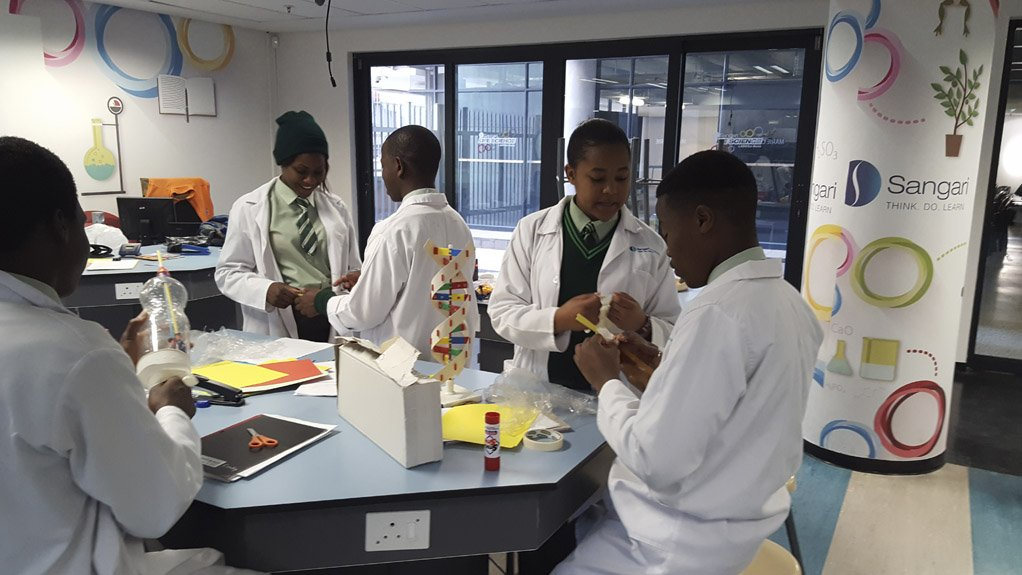 SCIENCE LABORATORY  The Sangari Life Sciences Lab allows students to experience experiments at their own pace