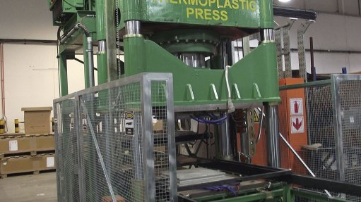 Thermoplastic press supplied for aerospace industry