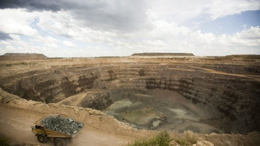 Openpit mining  prolific in recovery  of miner's diamonds