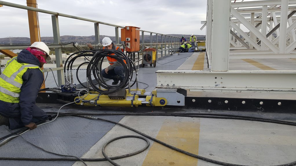 JACKED UP One of the three hydraulic jacks being used to launch the roof at the BMW Rosslyn Plant