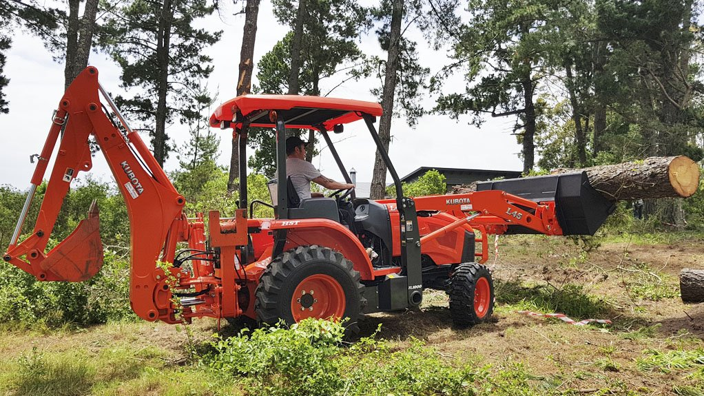 POWER LIFTING With a 1.6 t breakout force, the Kubota L45 has a lifting capacity of 1 t at a maximum lifting height of 2.8 m