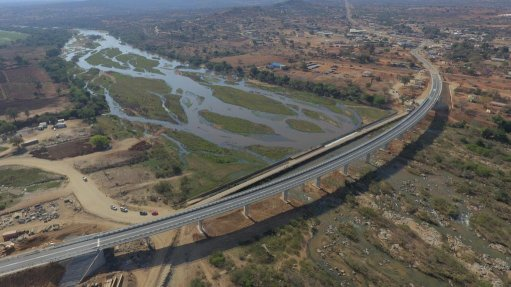 SIPHOFANENI BRIDGE The Siphofaneni bridge and road project is going to be the standard for future infrastructure projects in Swaziland