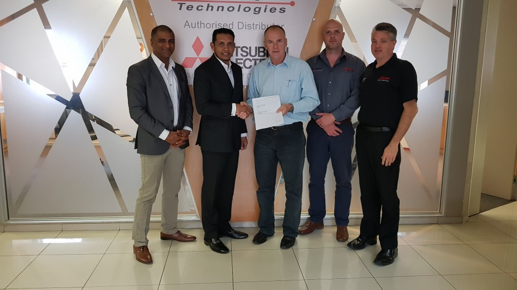 CHETAN GOSHALIA, RESHAAD SHA, DAVE WIBBERLEY, GRANT JOYCE, JOHAN NIEUWENHUIZEN Adroit Technology recognises the Internet of Things as a rapidly growing local market which has resulted in its recent partnership with Internet of Things network provider SqwidNet