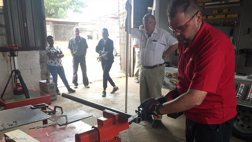 EASY CUTTING The tools provided by Milwaukee can make tools and equipment last longer when they are used for difficult cutting, drilling or grinding tasks