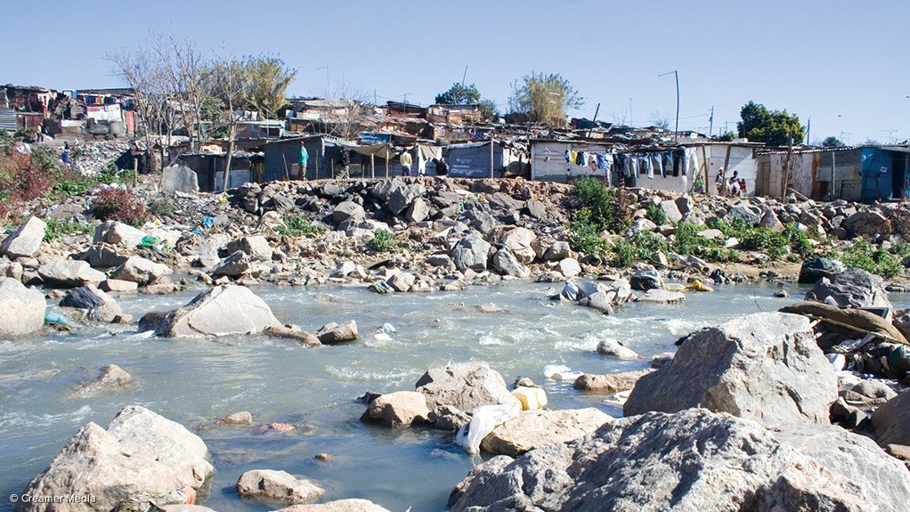 SUSTAINABLE ENVIRONMENT The Department of Water and Sanitation's cleaning of the banks of the Jukskei river formed part of the National Water Week and the City of Johannesburg's clean-up campaign, A Re Sebetseng