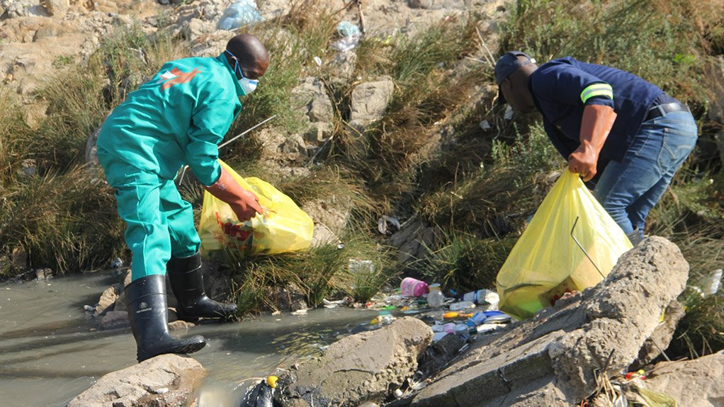 CLEAN-UP Members of the community last month joined hands to clean the Jukskei river where it runs in the vicinity of Alexandra township
