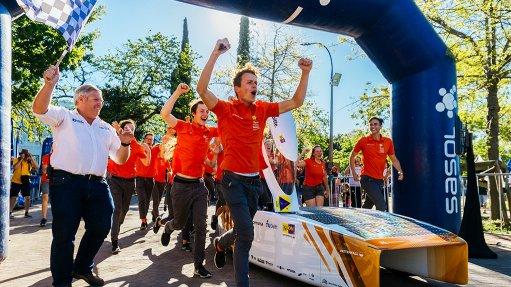 Dutch team Nuon outruns Japan's Tokai to take gold in Sasol Solar Challenge