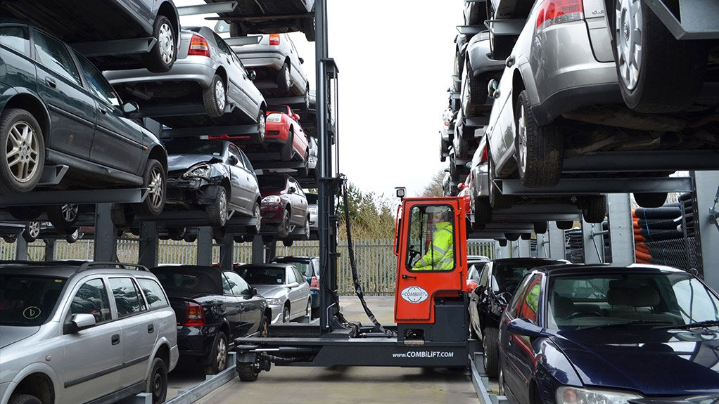 HEAVY LIFTER  The Combi C-range of forklifts, with capacities between 2 500 kg and 25 000 kg, encompasses multi-directional forklift trucks