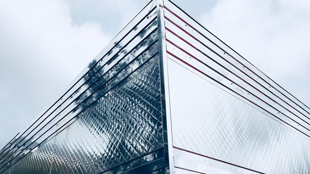 INTO FOCUS Stainless steel in cladding construction brings the advantages into focus