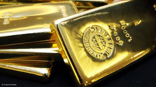 Gold treads lower on improved risk appetite; palladium at record high