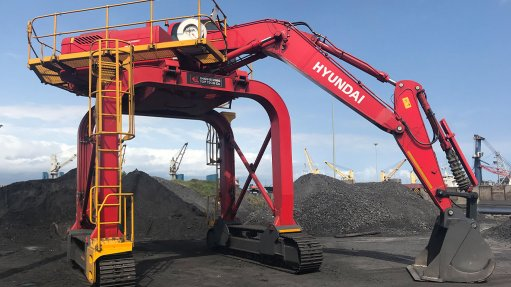 NEWLY FITTED The Hyundai 26 t R260LC-9S excavators have been fitted with specially designed 1.6 m³ heavy-duty buckets and 2.5 m³ coal buckets to maximise a railway car's unloading speed
