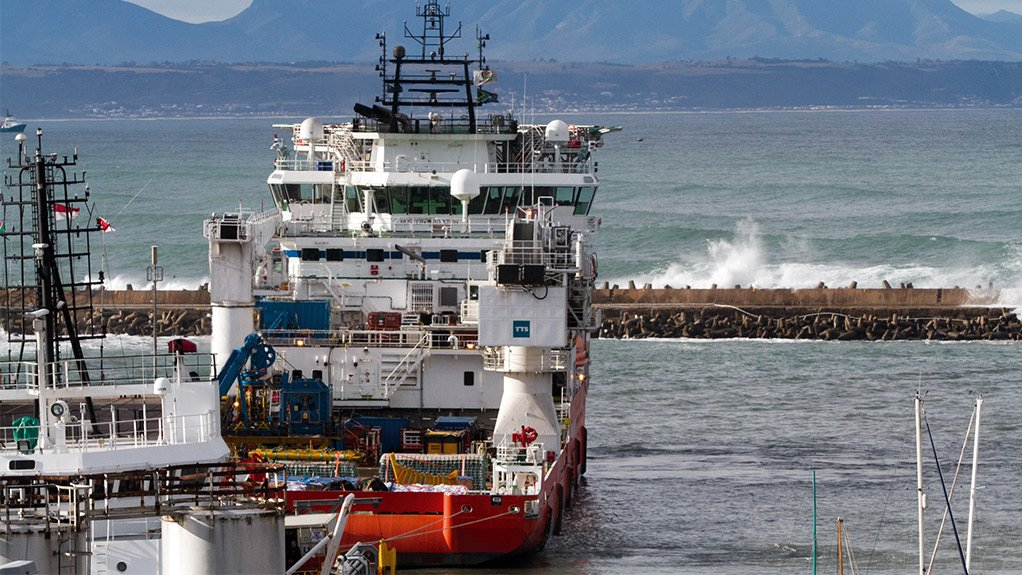 ENGINEERING AT BAY Aurecon engineers and programme managers and programme assurance can assist in finding solutions for the challenges facing the harbour infrastructure and dredging industry
