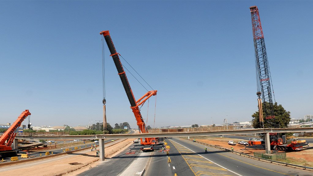 MULTIPLES A multiple crane lift for the removal of heavy existing bridge beams on the R21, in Gauteng, which was performed while the freeway was in operation