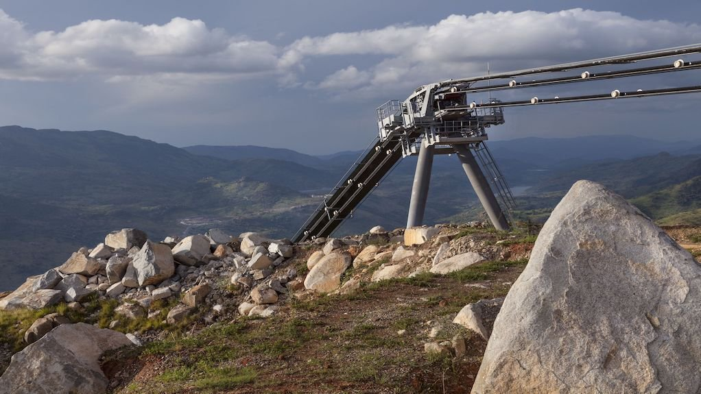 Ropeway system links mining areas