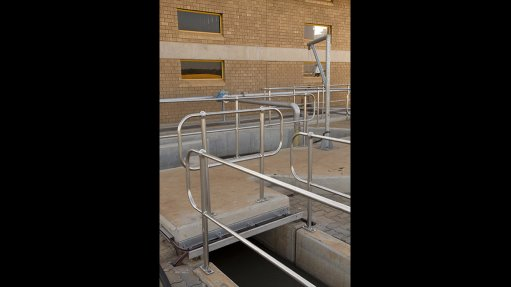 Many Advantages With Stainless Steel Handrailing