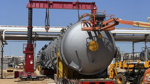 Precise Lifting Enables Smooth Refinery Expansion, Usa