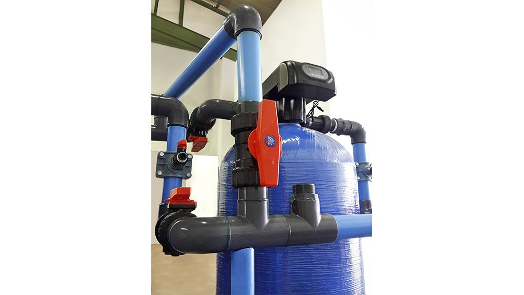 RUNXIN RANGE The company offers flowrates from 4 500 l/hr – F56A1 manual and F63B/C automatic filter valves – to the 30 000 l/hr F112B filter and 40 000 l/hr F112A softener valves