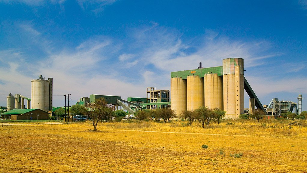 PPC's shares fall as 'hyperinflationary' Zim environment drags down earnings