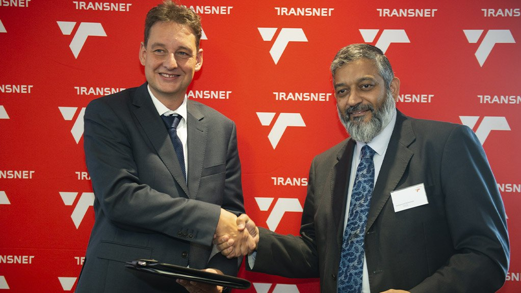 KfW-Ipex Bank's Torsten Osterloh with Transnet acting CE Mohammed Mahomedy