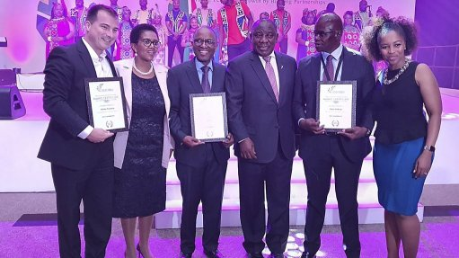 Ramaphosa presents sustainability award  to casting producer