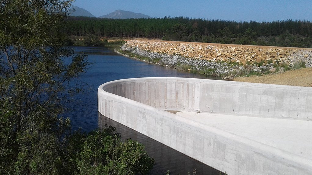 LONG WAY The newly developed elongated spillway, aptly named the duckbill allows for 25% more capacity on the Garden Route Dam