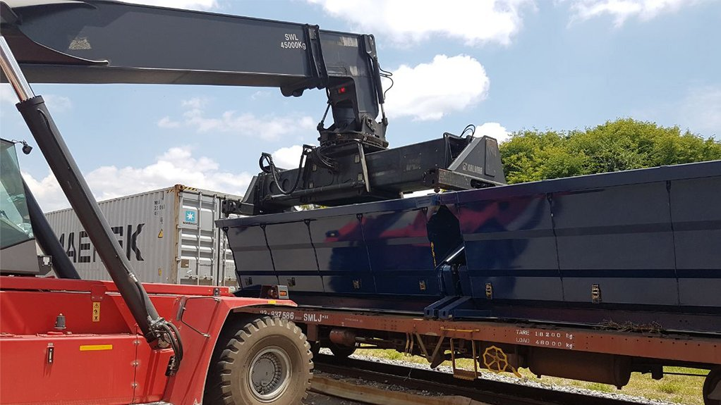 ON TRACK TIPPER The use of containerised bulk materials handling solutions ensures safe and efficient offloading in road and rail hauling