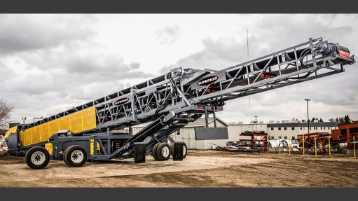 Self-contained conveyor extends applications