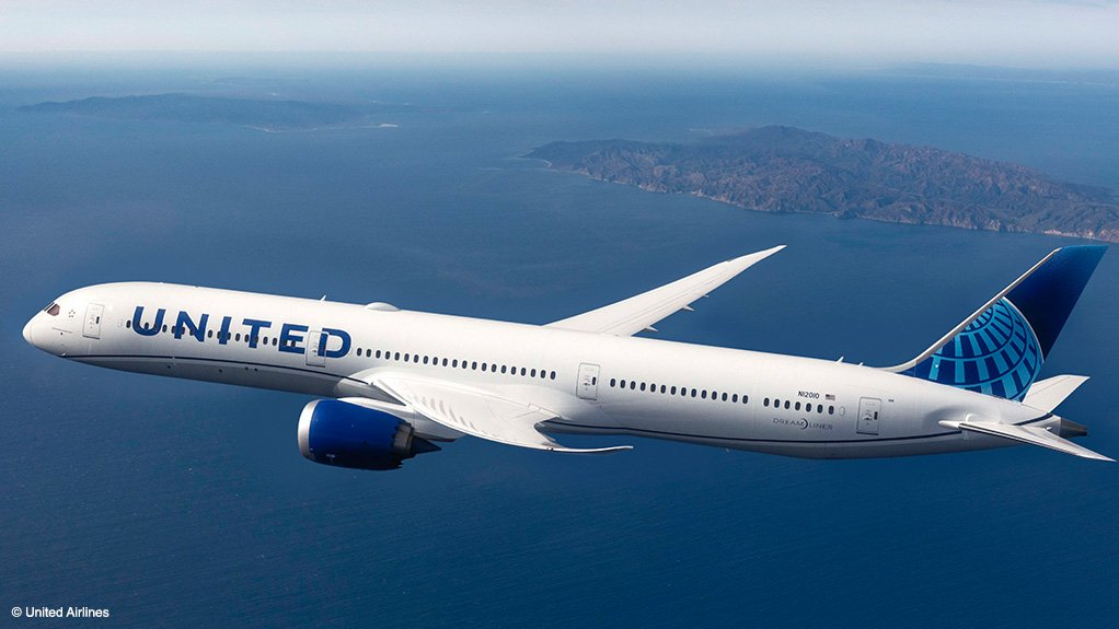 A Boeing 787-10 of United Airlines