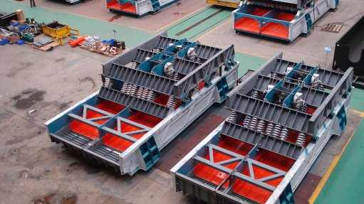 SHAKE IT The two-mass vibrating screens are modifiable to accommodate higher tonnages and deeper material bed depths