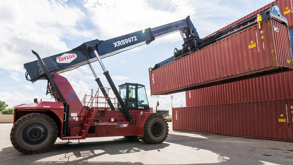 ROBUST CONTAINER HANDLING The Taylor XRS-9972 reachstacker, with a high-strength telescopic boom, is designed for versatile operation, enhanced performance and improved safety in busy container handling environments
