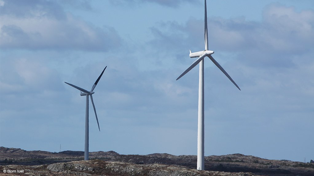 The black-blade set up on a cloudy day in Norway. The black-blade (far turbine) is little different to the shadow cast by the all-white blades in the foreground.